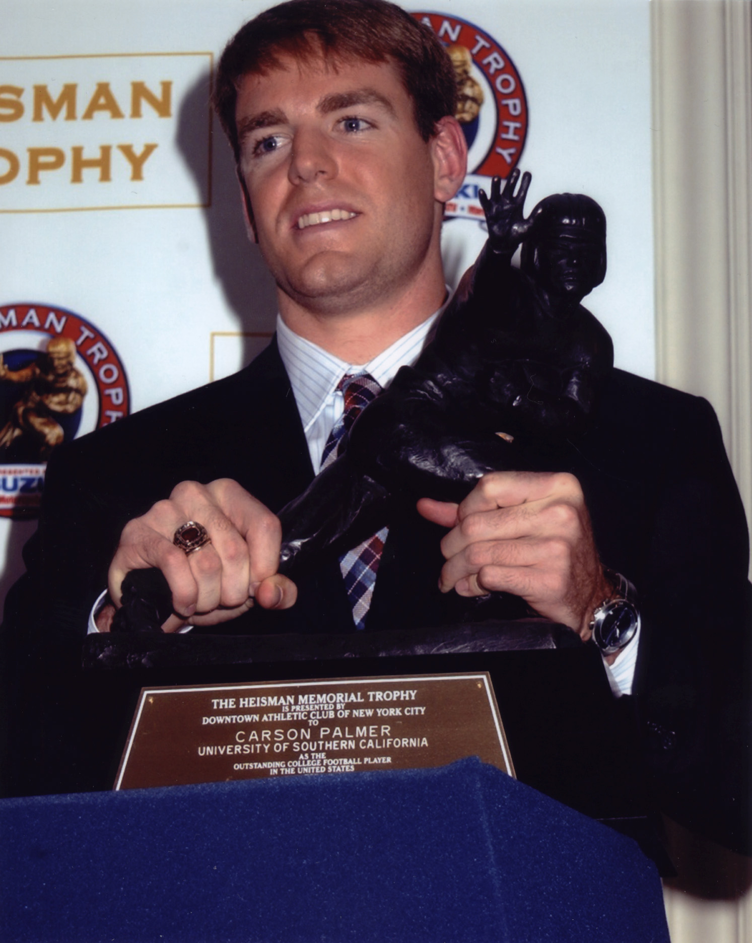Carson Palmer with Heisman Trophy Award